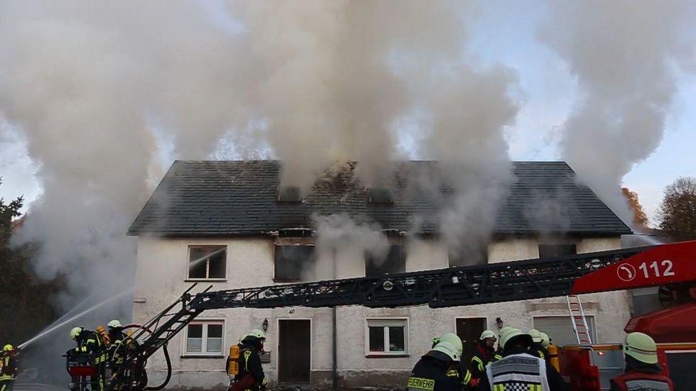 75 Kameraden der umliegenden Feuerwehren kämpften gegen die Flammen. © extremwetter.tv