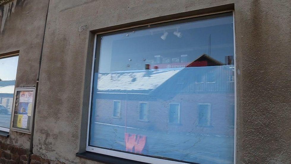 Diese Scheibe hat Einschusslöcher. © extremwetter.tv