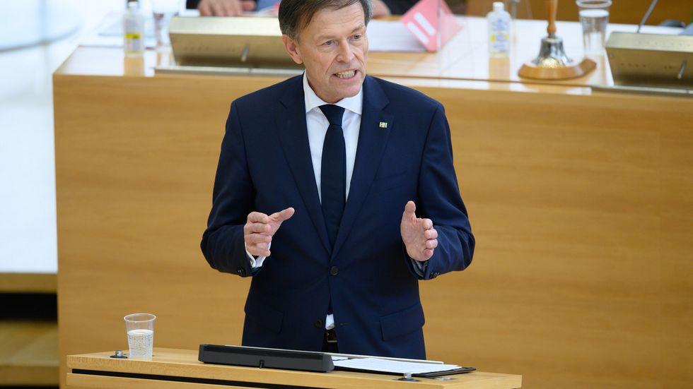 Matthias Rößler am Rednerpult im Plenum (Archivfoto)