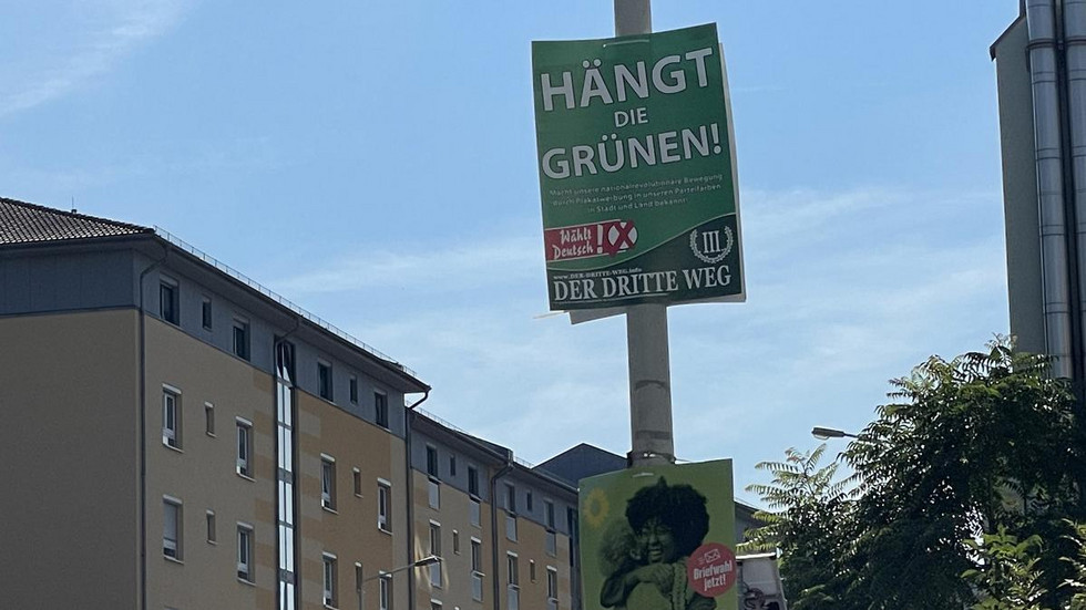 So hängen die umstrittenen Plakate noch im immer in Zwickau.
