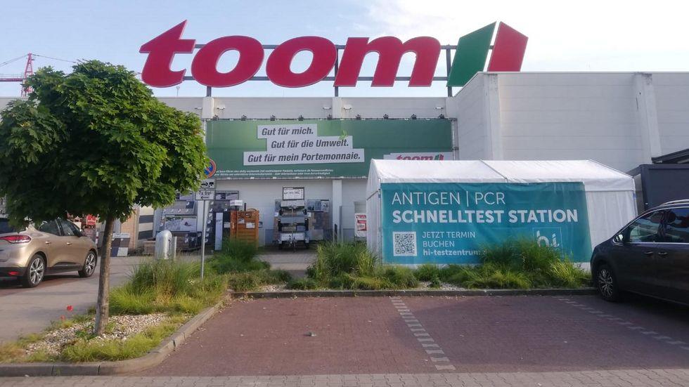 Corona-Testzentrum auf dem Parkplatz an der Gießerstraße