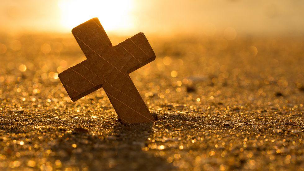 Kreuz im Sand, Sonne