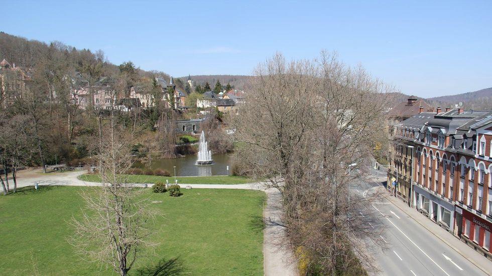 Die Fontäne am Caraolateich in Aue ist ein Wahrzeichen der Stadt.