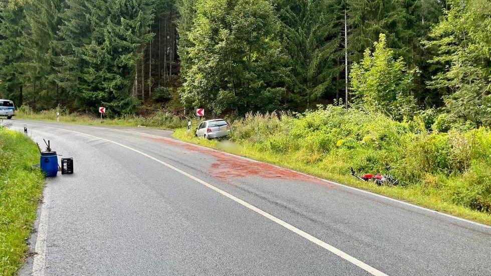 Der Motorradfahrer starb noch an der Unfallstelle.