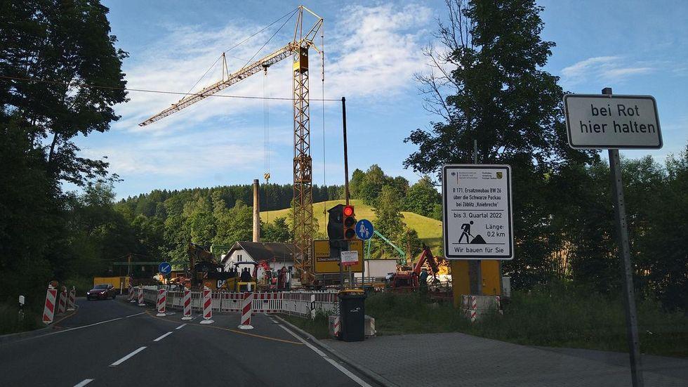 Da derzeit aber die B 174 bei Marienberg dicht ist, hat man sich für eine andere Verkehrsführung entschieden.