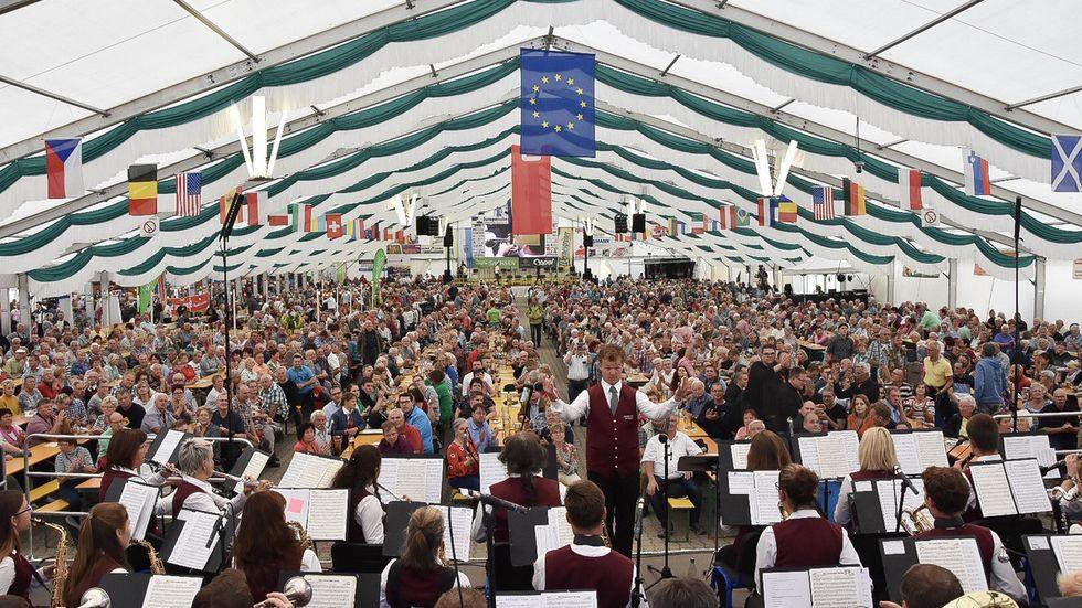 Das große Festzelt beim Europäischen Blasmusikfestival. (Archivbild)