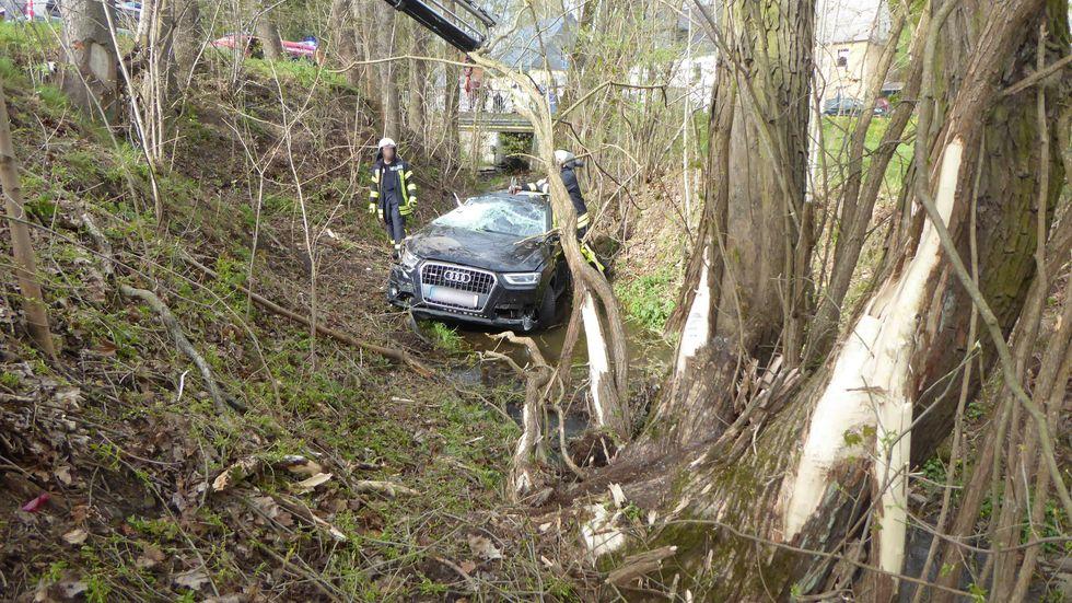 Die Bergung des Audis gestaltete sich schwierig.