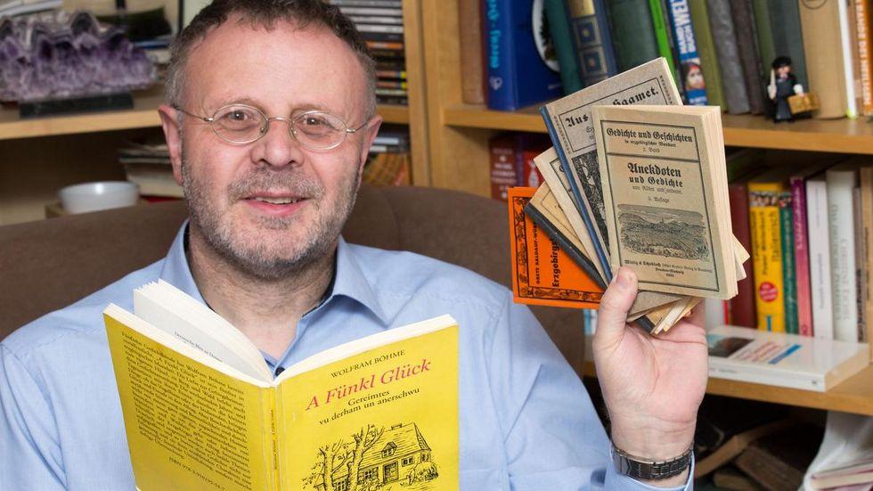 Pfarrer Michael Harzer liest erzgebirgische Geschichten im Internet.