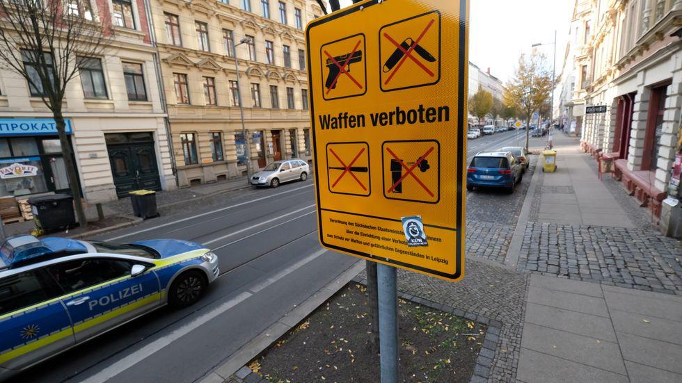 Schild der Waffenverbotszone in Leipzig