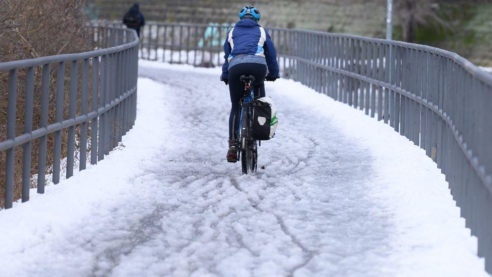 verschneiter Radweg