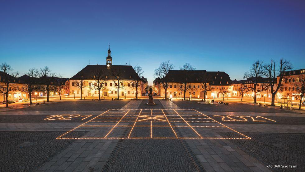 Bei dieser Aktion handelt es sich um ein Projekt des Gymnasiums Marienberg im Rahmen des diesjährigen Kulturversuches in Zusammenarbeit mit der Stadt Marienberg anlässlich des 500. Stadtjubiläums am 27. April 2021.
