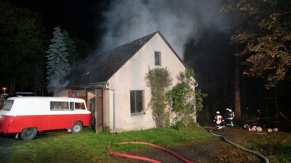 Gemeldet wurde ein Schuppenbrand, es brannte aber in einem Haus.